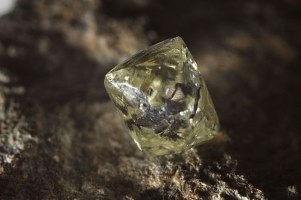 Diamant brut vert