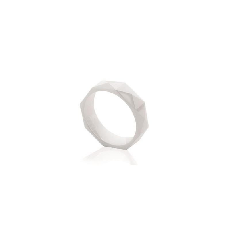 Bague femme, anneau blanc facetté 5 mm en céramique, Sandy - Lyn&Or Bijoux