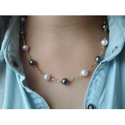 Collier perles grises et blanches en plaqué or pour femme