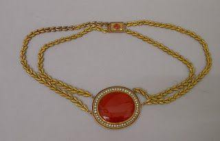 bijou neo-classique collier