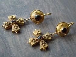 boucles d'oreilles avec croix bizantine en or