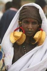 femme Peul et ses boucles d'oreilles